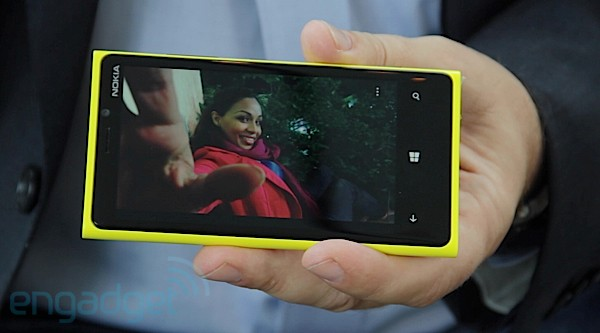 Hands-On: Nokias neues Flaggschiff Lumia 920