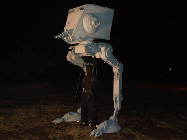 Vier Meter hohes Halloween-Kostüm: Star Wars AT-ST (Video)