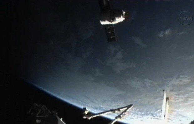 Livestream: Die SpaceX-Kapsel dockt an die ISS an (Video)