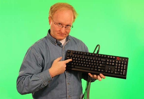 Ben Heck bastelt analoges WASD-Keyboard zum Zocken (Video)