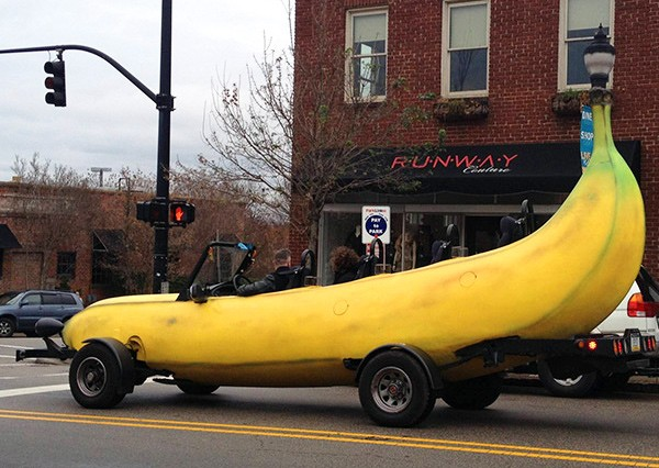Big Banana Car: Das Vehikel zum Neujahrskater (Video)