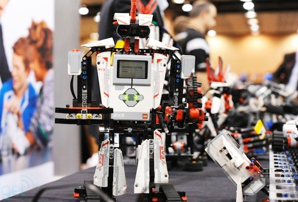 Hands-on: Lego Mindstorms EV3 mit Bastelanleitungen von der iPad App (Video)