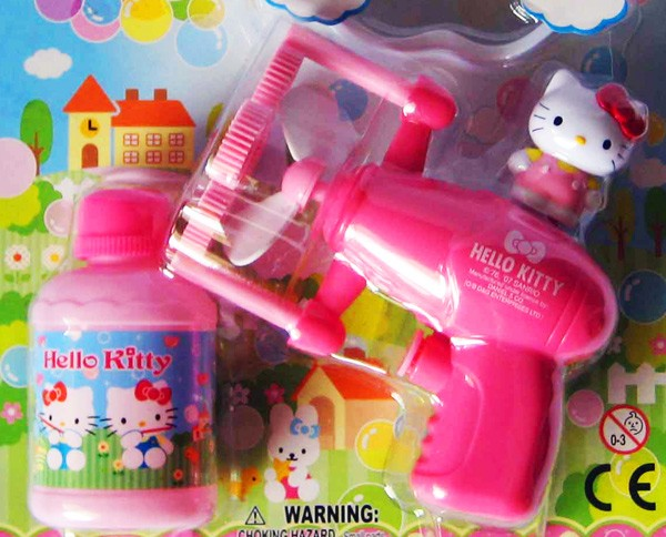"""Terroristischer Bedrohung"" mit Hello Kitty Bubble Gun: Kindergarten suspendiert Fünfjährige (Video)"