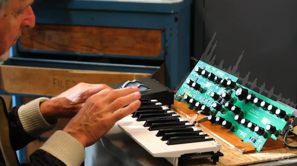 "Winter NAMM 2013: Moog kündigt neuen Synthesizer ""Sub Phatty"" an (Video)"