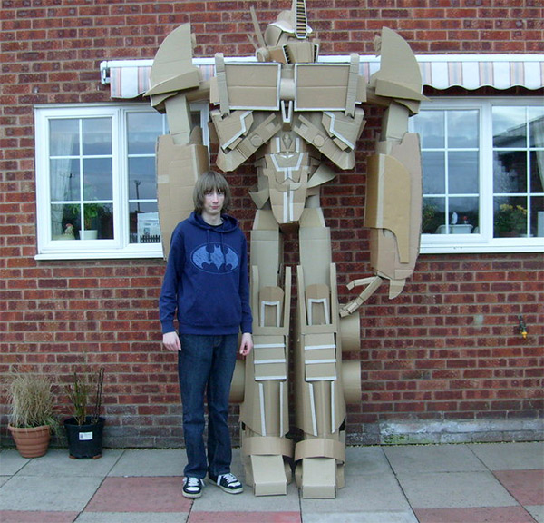 DIY-Transformer: Optimus Prime aus Pappkartons