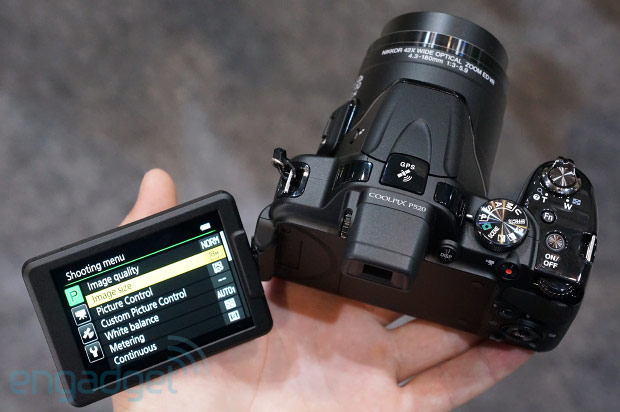 Hands-On mit den Superzoom Kameras Nikon Coolpix P520 und L820