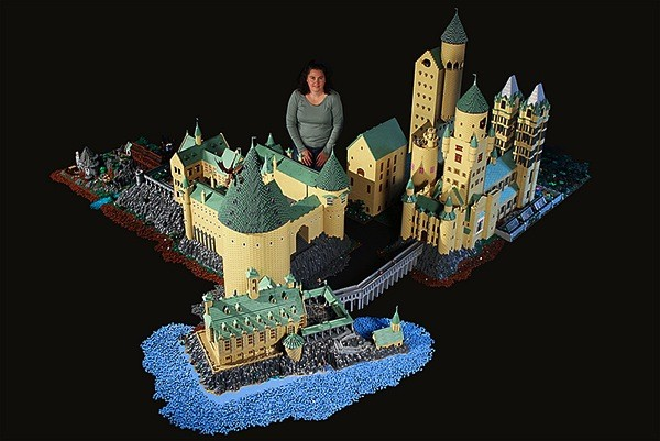 Posts tagged Harry Potter at Engadget German at faroo.com: lego-hogwarts-harry-potter-castle-by-alice-finch