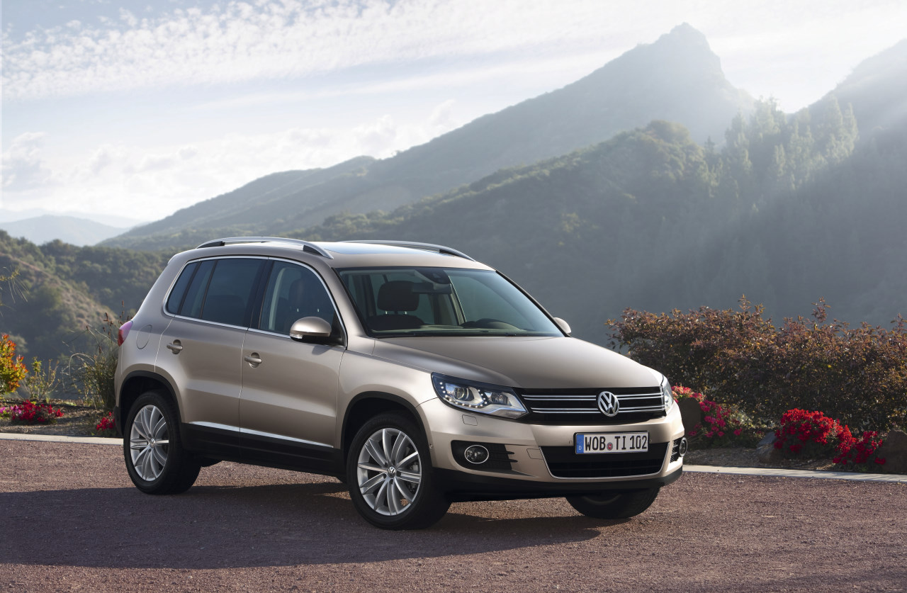 2011 volkswagen tiguan restyl et 7 places page 4. Black Bedroom Furniture Sets. Home Design Ideas