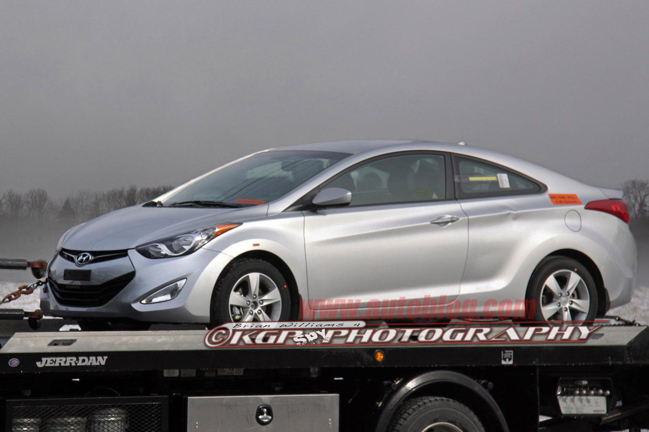 El Hyundai Elantra Coupe en Chicago 01-2013-hyundai-elantra-coupe-spy-shots-1327095826