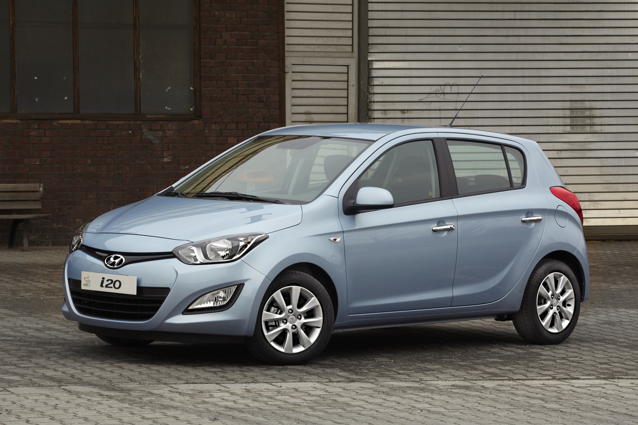 unveiled 2012 hyundai i20 facelifted. Black Bedroom Furniture Sets. Home Design Ideas