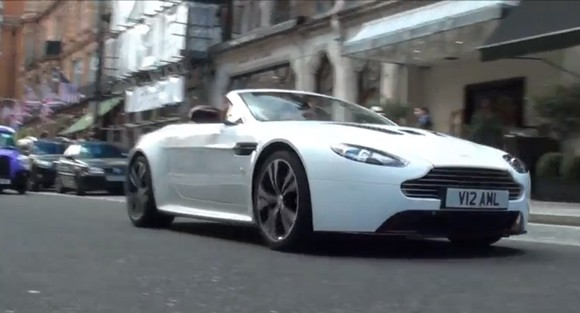 Video: el Aston Martin V12 Vantage Roadster se deja ver en Londres