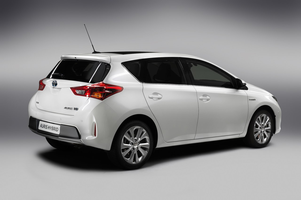 toyota auris 2015 facelift