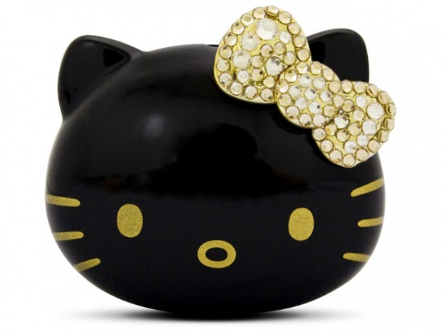 Un reproductor MP3 de Hello Kitty en color negro y con cristales Swarovski