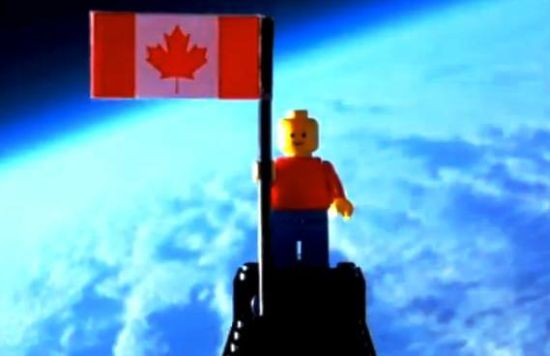 Unos adolescentes canadienses mandan una figurita de LEGO a 24 km de altura (vdeo)