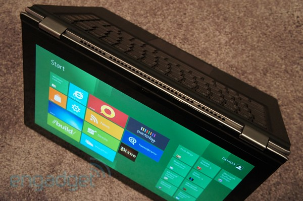Lenovo IdeaPad Yoga, un contorsionista tablet convertible con Windows 8 - CES 2012