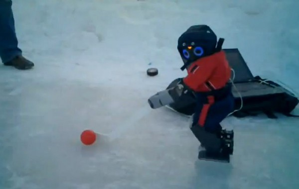 DARwIn-OP aprende a jugar a hockey (vdeo)