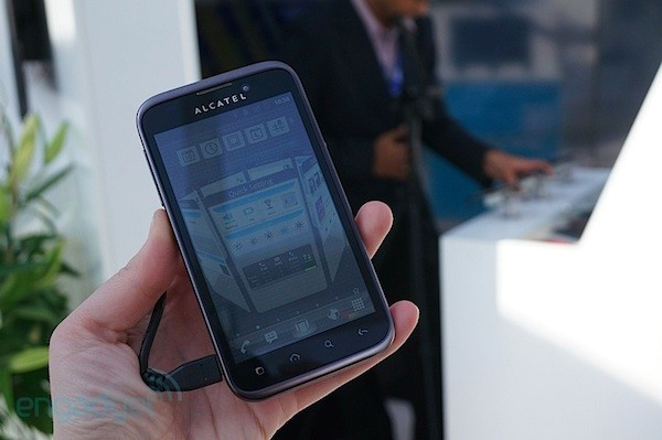 Alcatel One Touch Ultra 995, le echamos un vistazo en vídeo - MWC 2012