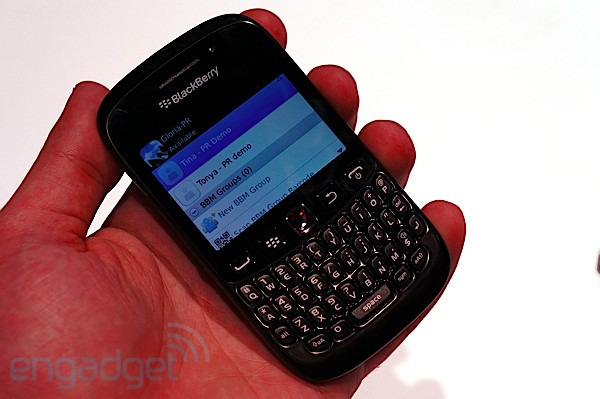 BlackBerry Curve 9220 posa ante la cmara