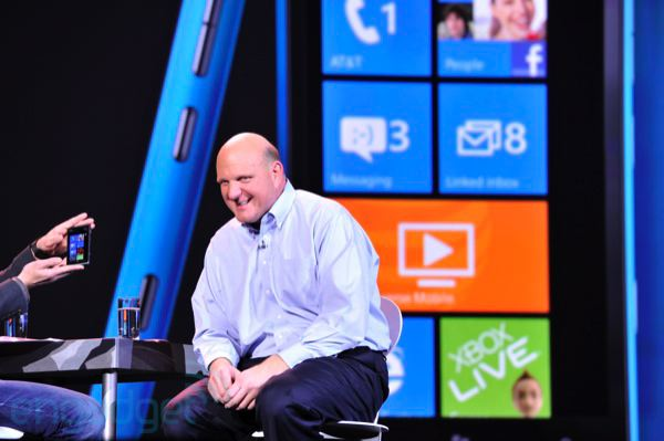 Ballmer prueba Windows 8 en un gigantesco