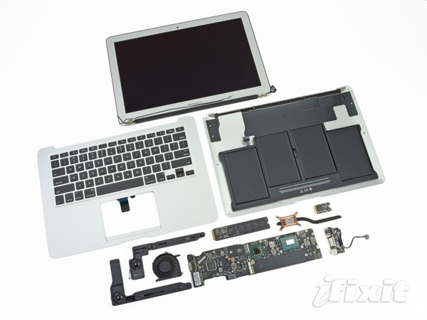 iFixit destripa un MacBook Pro de 15 pulgadas y un Air de 13