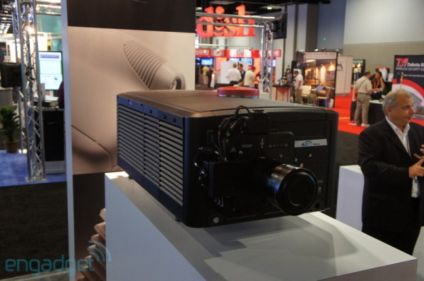 SIM2 muestra el proyector 4K CinemaQuattro de 158.000 dlares