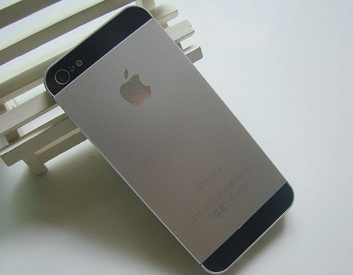 Más falso que Judas: una 'interpretación' del iPhone 5, a la venta en China