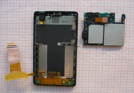 Sony Xperia T sucumbe al destornillador de la FCC (y queda todo plasmado para la posteridad)
