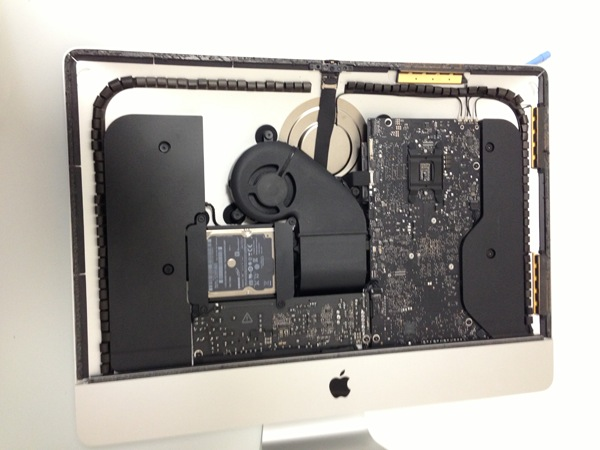 El nuevo iMac es destripado y nos muestra su esbelta figura sin rubor