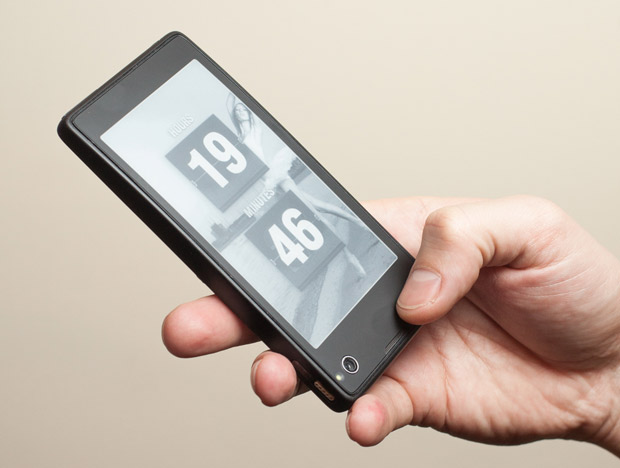 YotaPhone, un smartphone ruso con pantalla dual (LCD y E-Ink) de 4,3 pulgadas