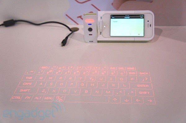 Escribiendo en el teclado de proyeccin Prodigy para iPhone 4 y 4S