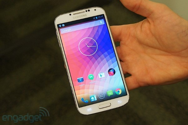 Un somero vistazo al Galaxy S 4 con Android 4.2 'limpio'