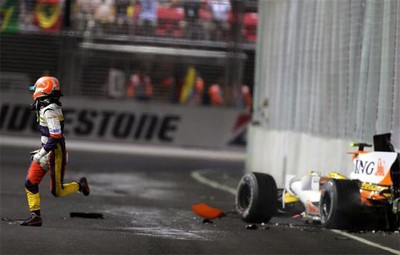 Renault perd son sponsor ! dans Formule 1 piquet_crash__race_singapore_2008