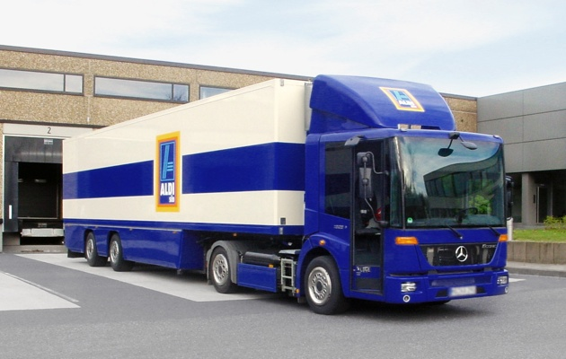 Mercedes Benz Delivers First Natural Gas Econic Semi Autoblog