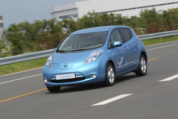 unofficial nissan leaf does 0 60 mph in 7 seconds tops. Black Bedroom Furniture Sets. Home Design Ideas
