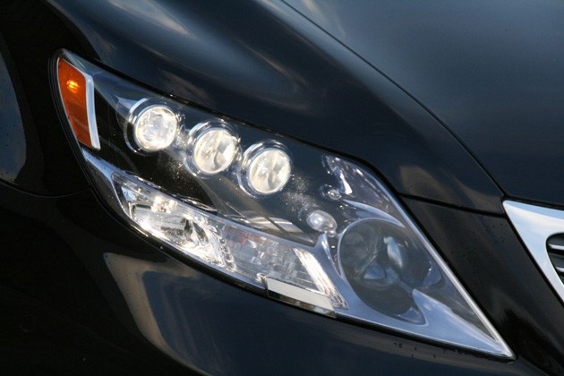 Lexus LS600h LED Low-Beam Headlight