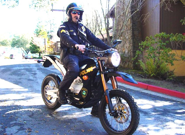 Policeman astride a Zero Motorcycles DS model
