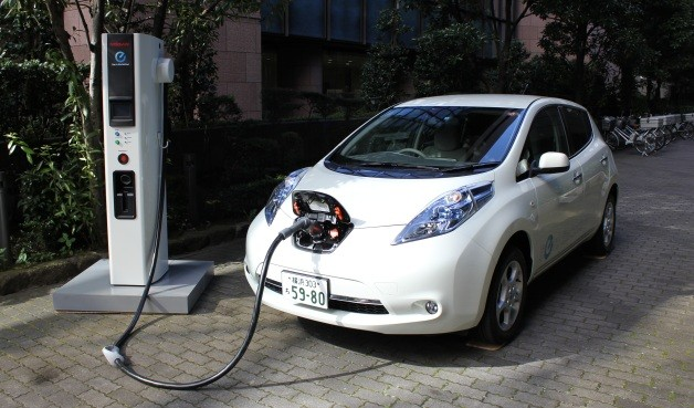 Nissan leaf hooked to quick charge station