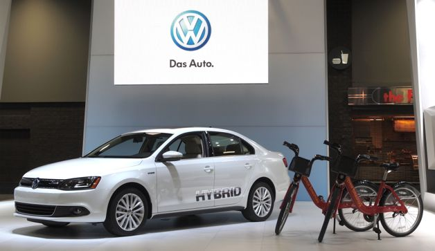 dc auto show vw jetta with bikes