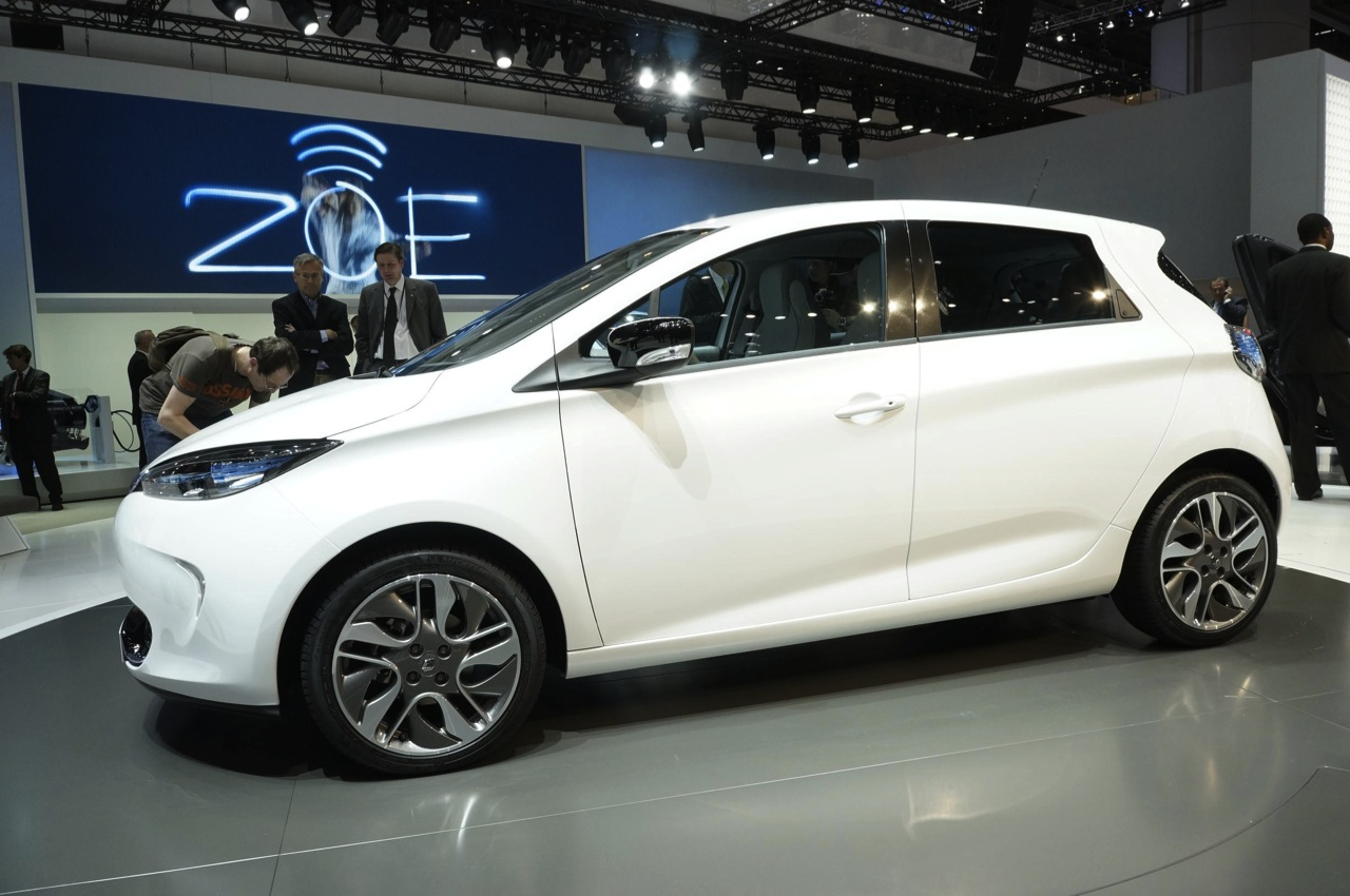 Renault Zoe Shows Its Low Cost All Electric Face Autoblog