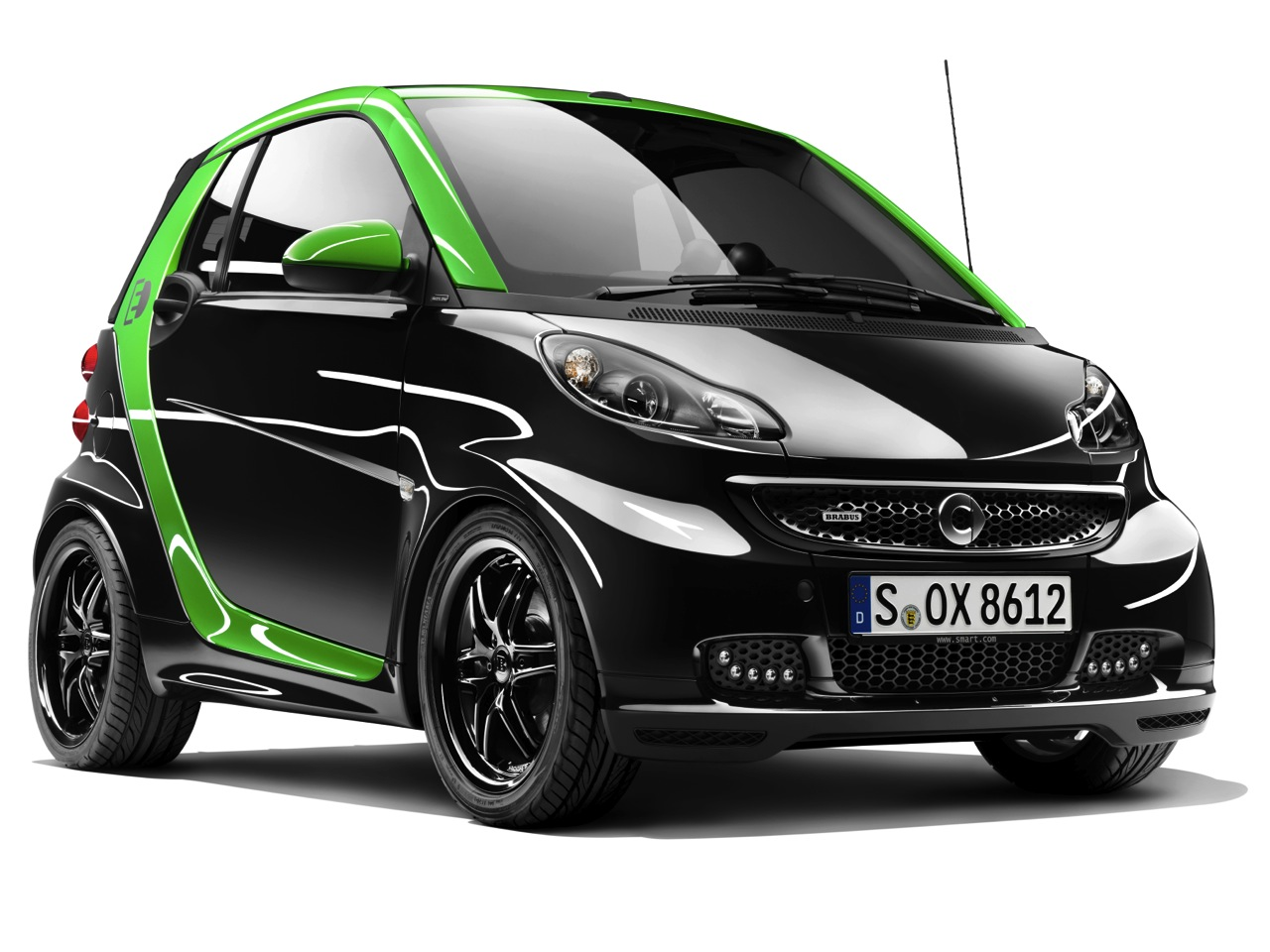 smart unveiling brabus edition fortwo ev e bike in geneva autoblog. Black Bedroom Furniture Sets. Home Design Ideas