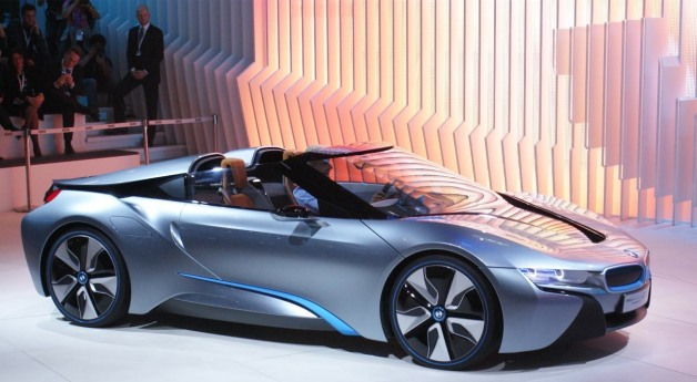 BMW i8 Sypder Concept - live on stage in Beijing