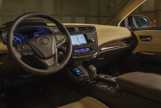 Toyota Avalon's wireless in-car charging system