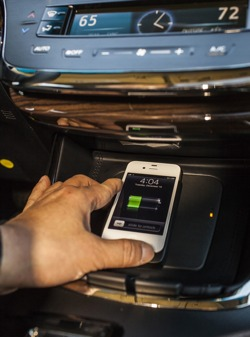 2013 toyota avalon wireless charging qi