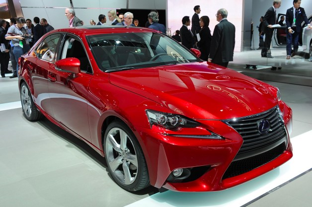 Lexus IS 300h teases American audience in Detroit