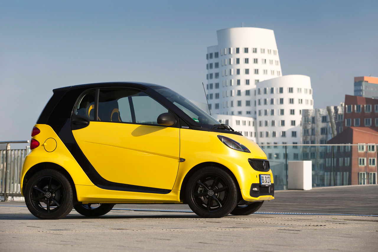 smart readies fortwo cityflame special edition for detroit autoblog. Black Bedroom Furniture Sets. Home Design Ideas