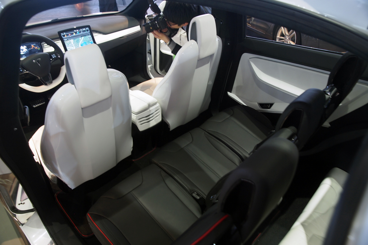 Tesla model x on pinterest tesla motors tesla and suvs for Tesla model x interieur