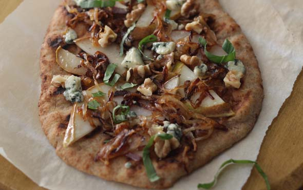 caramelized pear and onion pizza