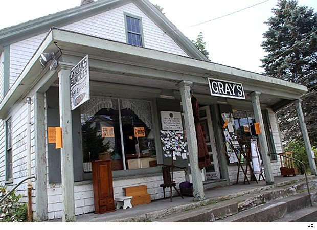 oldest general store closes