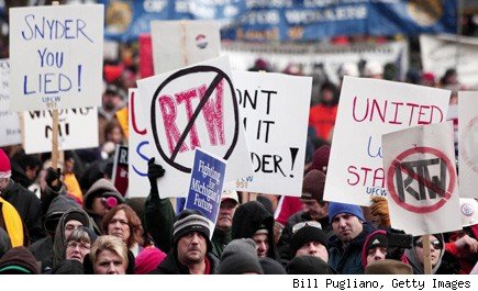 Unions sue Michigan: protests against right-to-work law.