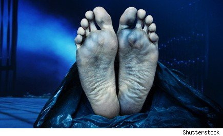 mortician morgue experience: feet of a corpse